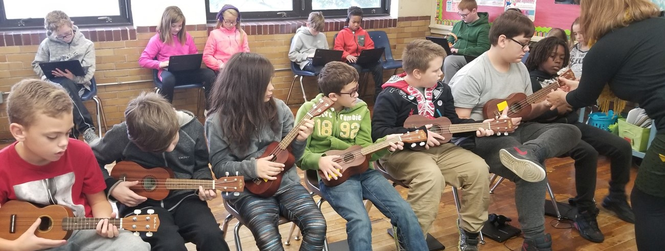 5th grade students enjoying music class.