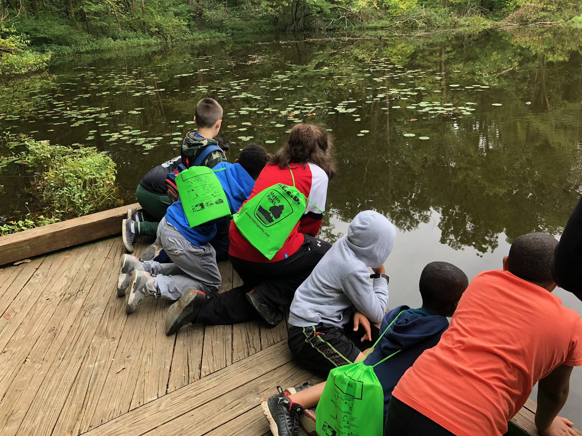 Students watching a snapping turtle